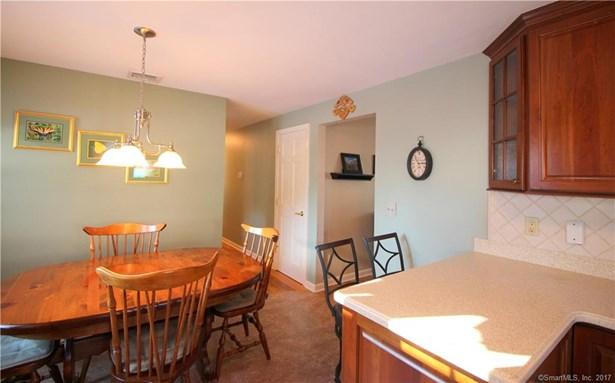 Single Family For Sale, Ranch - Hamden, CT (photo 4)