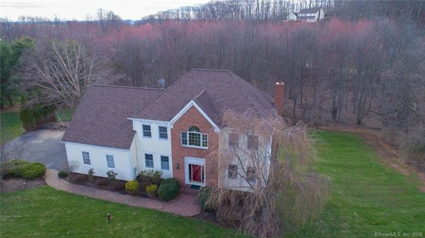 Single Family For Sale, Colonial - Wallingford, CT (photo 1)