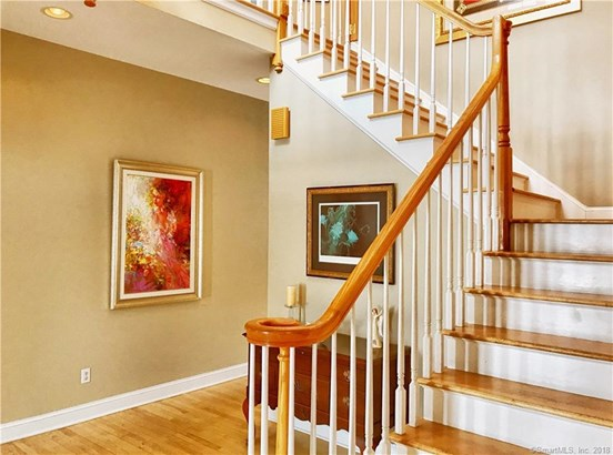 Single Family For Sale, Colonial - Wallingford, CT (photo 4)