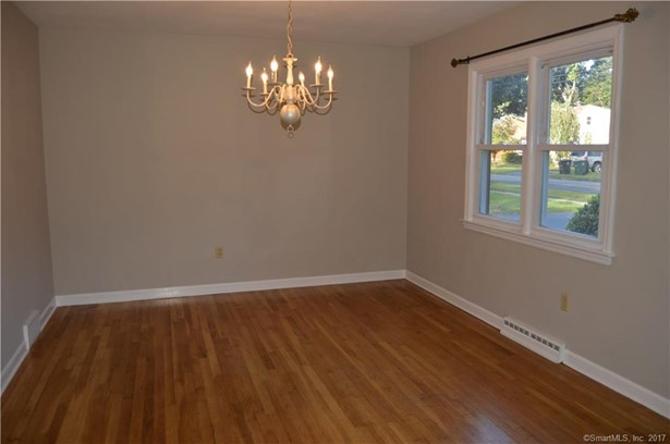 Single Family For Sale, Cape Cod - Milford, CT (photo 4)