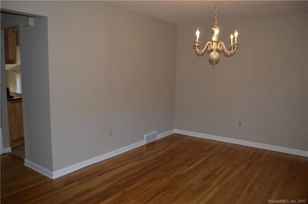 Single Family For Sale, Cape Cod - Milford, CT (photo 5)