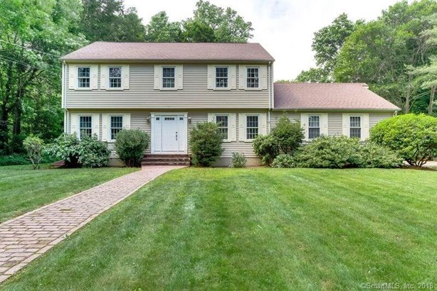 Single Family For Sale, Colonial - North Haven, CT