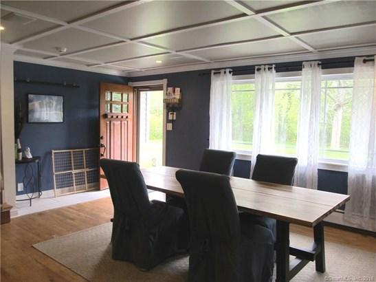 Single Family For Sale, Split Level - Wallingford, CT (photo 4)