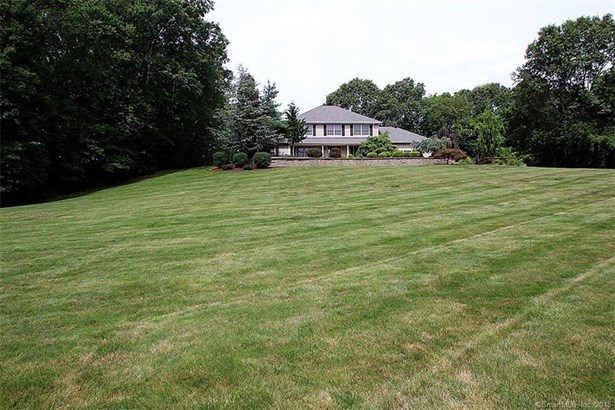 Single Family For Sale, Colonial - Cheshire, CT (photo 1)