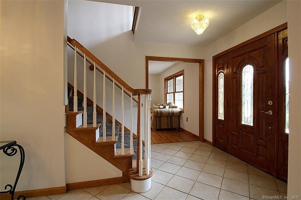 Single Family For Sale, Colonial - Cheshire, CT (photo 4)