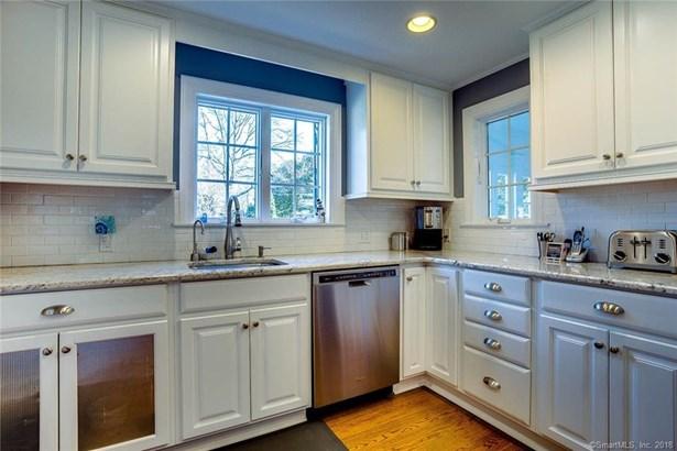 Single Family For Sale, Cape Cod - North Haven, CT (photo 4)