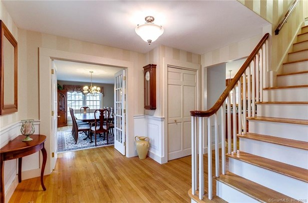 Single Family For Sale, Colonial - Hamden, CT (photo 4)