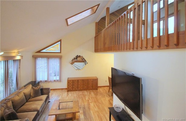 Single Family For Sale, Contemporary - Hamden, CT (photo 5)