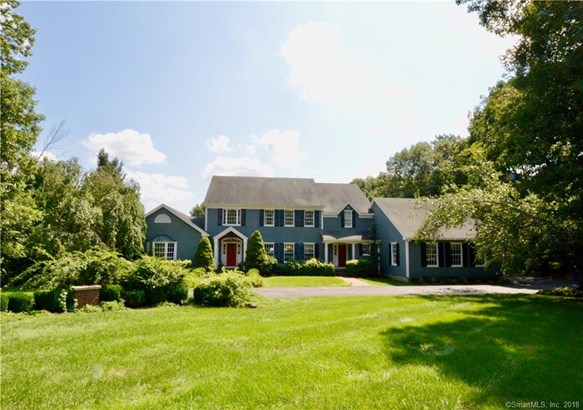Single Family For Sale, Colonial - Woodbridge, CT