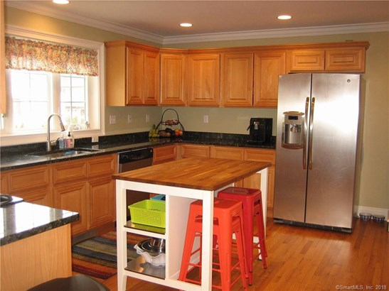 Single Family For Sale, Colonial - Milford, CT (photo 4)
