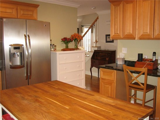 Single Family For Sale, Colonial - Milford, CT (photo 5)