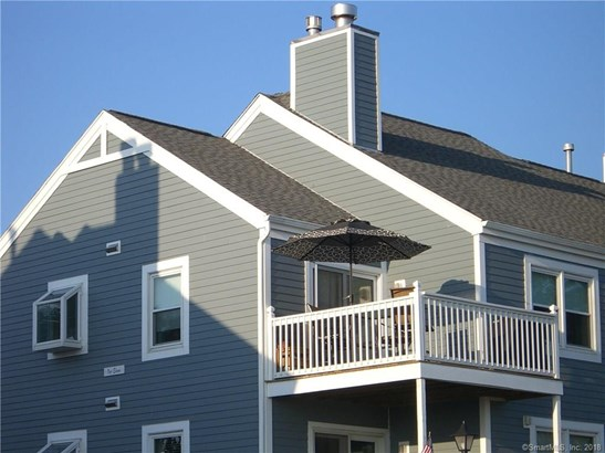 Condominium, Ranch - East Haven, CT (photo 2)