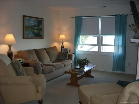Condominium, Ranch - East Haven, CT (photo 4)