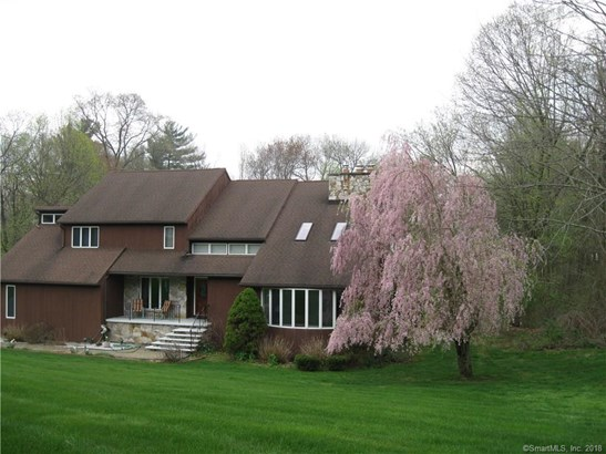 Single Family For Sale, Contemporary - North Haven, CT (photo 1)