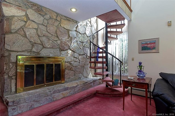 Single Family For Sale, Contemporary - North Haven, CT (photo 3)