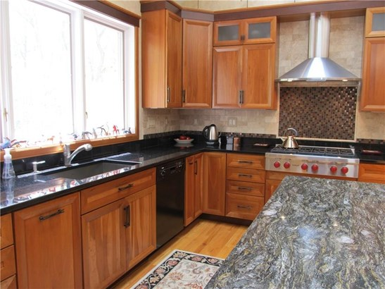 Single Family For Sale, Contemporary - Hamden, CT (photo 3)