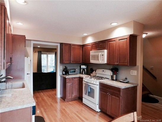 Townhouse, Condominium Rental - East Haven, CT (photo 3)