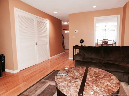 Townhouse, Condominium Rental - East Haven, CT (photo 4)