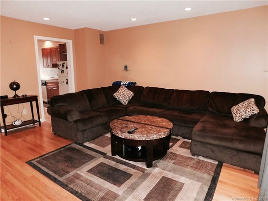 Townhouse, Condominium Rental - East Haven, CT (photo 5)