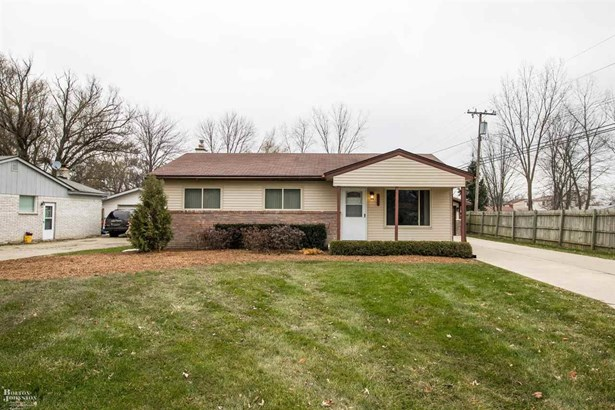 Residential, Ranch - Chesterfield Twp, MI