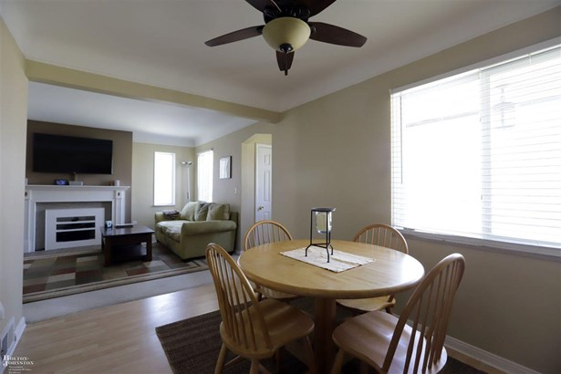 Residential, Bungalow - Harper Woods, MI (photo 4)