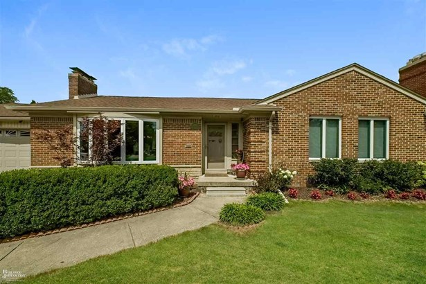 Residential, Ranch - Grosse Pointe Woods, MI