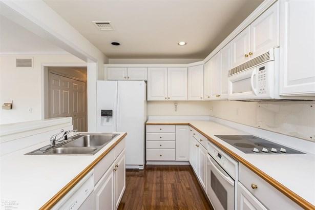 Condominium, Ranch - Grosse Pointe Park, MI (photo 4)