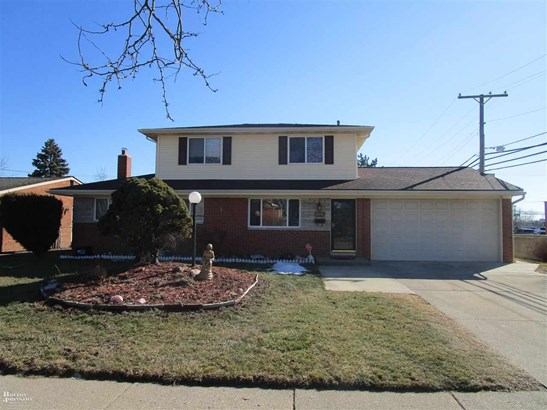 Residential, Bungalow - Sterling Heights, MI