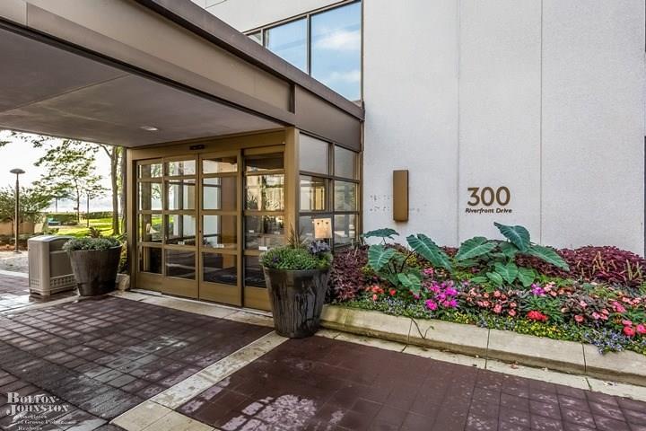 Condominium, Ranch - Detroit, MI