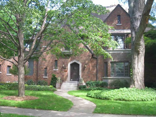 Attached, 2 Story - Grosse Pointe, MI