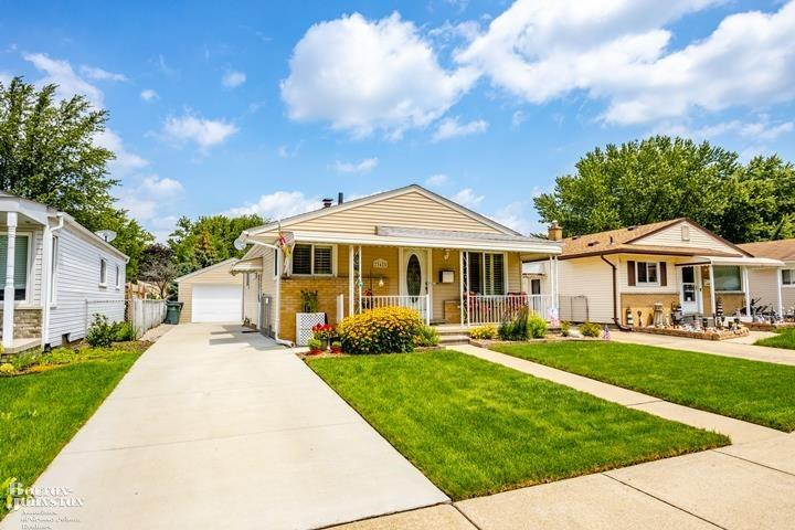 Ranch, Single Family - Saint Clair Shores, MI