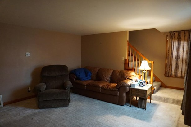 221 Devinney Ave, Louisville, OH - USA (photo 3)