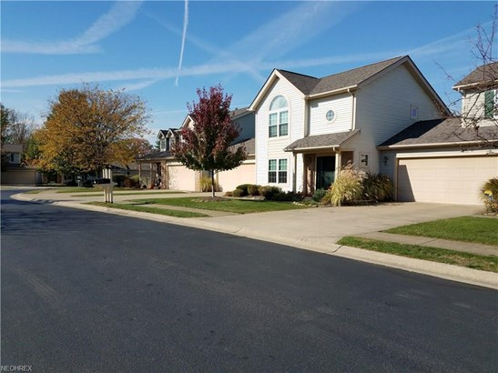 6825 Laurel, Middleburg Heights, OH - USA (photo 3)