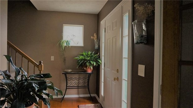 6825 Laurel, Middleburg Heights, OH - USA (photo 4)