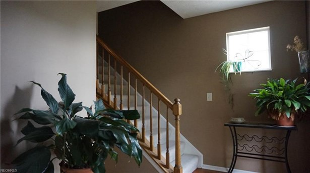 6825 Laurel, Middleburg Heights, OH - USA (photo 5)