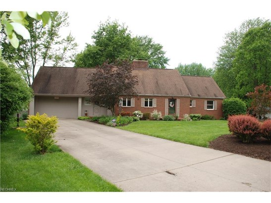 2300 Bur Oak St Northeast, Canton, OH - USA (photo 1)