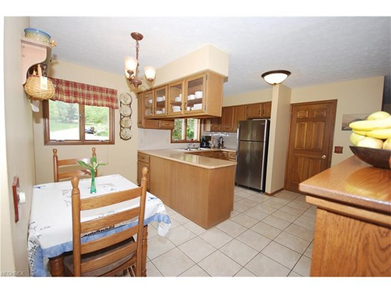 2300 Bur Oak St Northeast, Canton, OH - USA (photo 4)