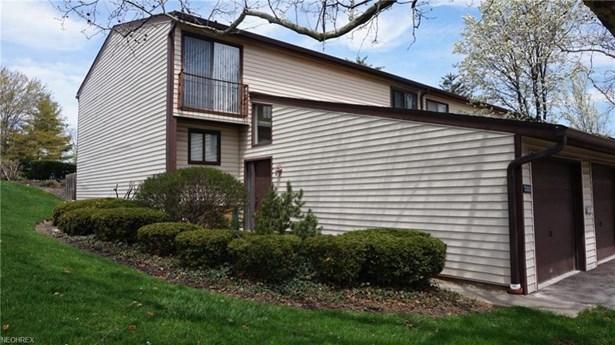 7390 Pine Ridge Ct A17, Middleburg Heights, OH - USA (photo 1)
