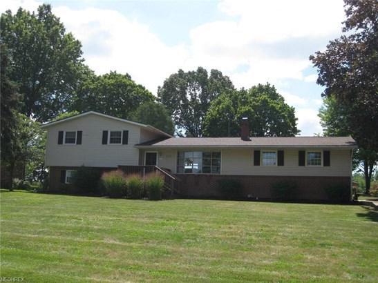 930 Sara Ave Northwest, Hartville, OH - USA (photo 2)