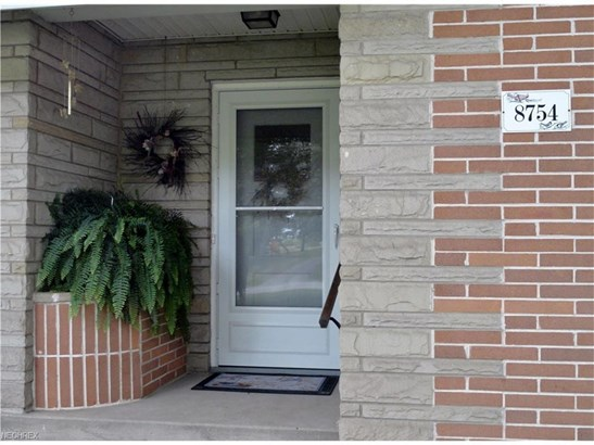 8754 Lynn Park St Northeast, Alliance, OH - USA (photo 4)