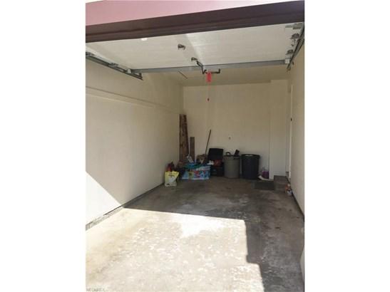9034 Merchant Dr, Streetsboro, OH - USA (photo 2)