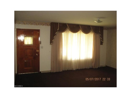 5830 West Glenn Dr, Maple Heights, OH - USA (photo 5)