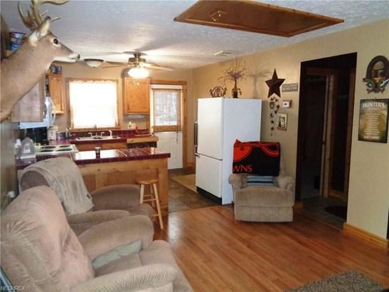 8225 Walnut St Southwest, Sherrodsville, OH - USA (photo 3)