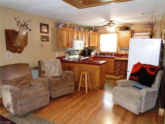 8225 Walnut St Southwest, Sherrodsville, OH - USA (photo 4)