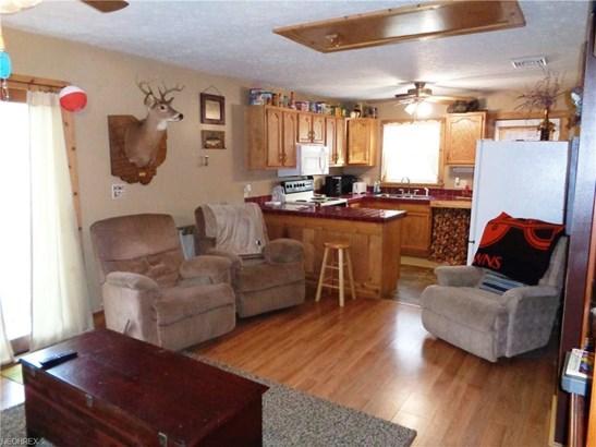 8225 Walnut St Southwest, Sherrodsville, OH - USA (photo 5)