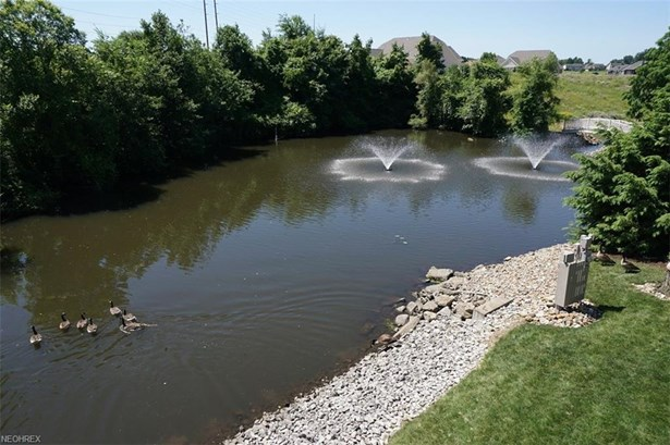 8660 Serenity Dr Northwest, Massillon, OH - USA (photo 5)