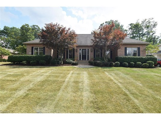 2454 Country Club Dr, Uniontown, OH - USA (photo 1)