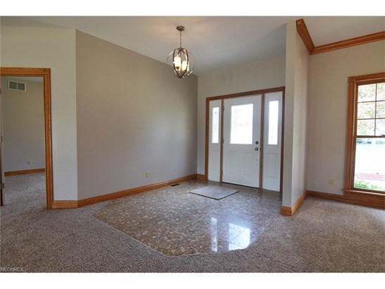 2454 Country Club Dr, Uniontown, OH - USA (photo 3)