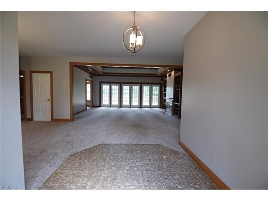 2454 Country Club Dr, Uniontown, OH - USA (photo 4)