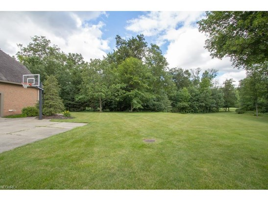 2436 Country Club Dr, Uniontown, OH - USA (photo 3)